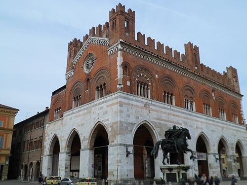 Palazzo_gotico_piacenza